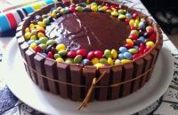 Gâteau au chocolat kitkat & smarties