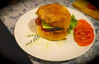 Burger fait-maison au bacon