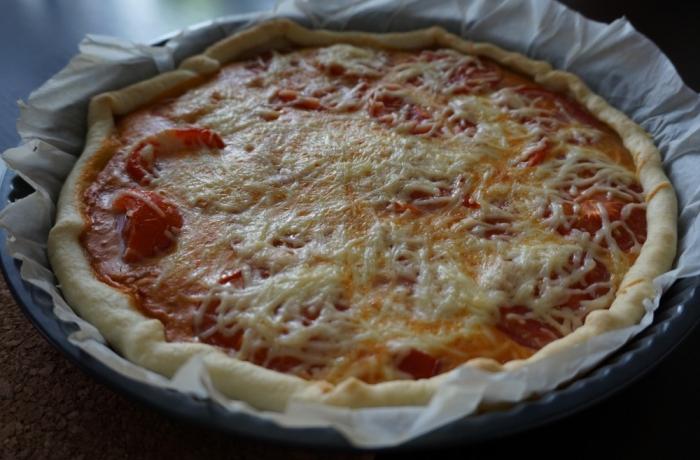 Quiche aux tomates et poivrons