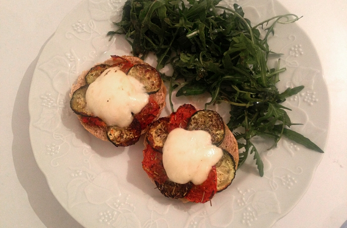 Bruschettas aux légumes rôtis, Mozza et pistou basilic