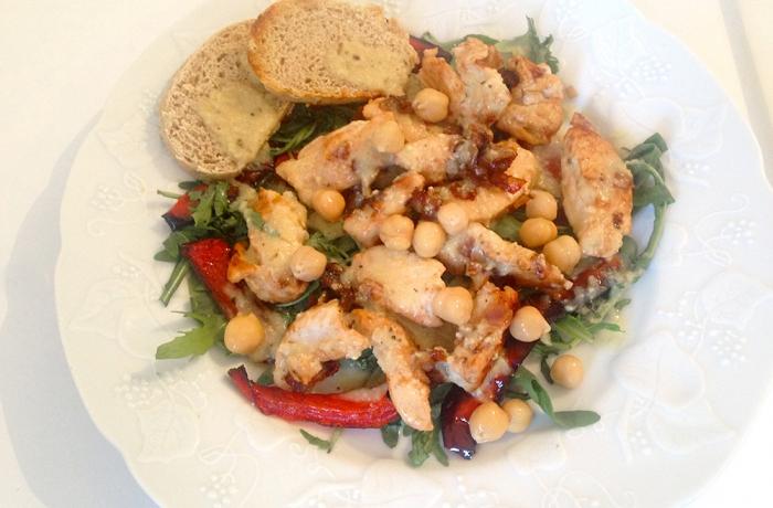 Salade printanière à la dinde & poivrons grillés